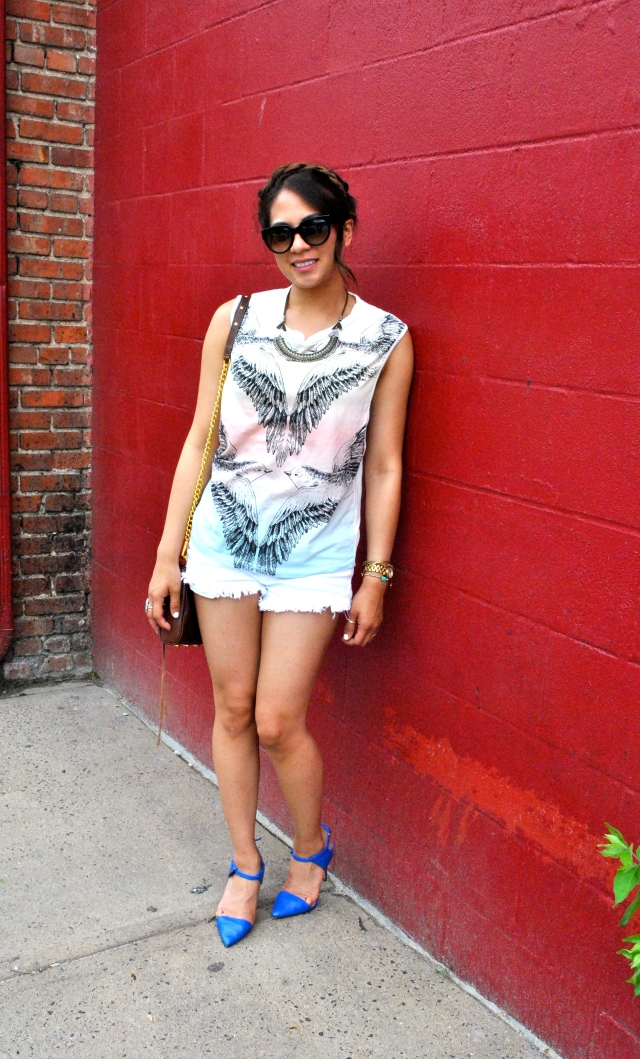 muscle tank white shorts zara heels blue heels summer style red brick wall